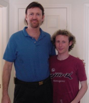Peter Layton with Mike Einziger (Yes Mr. Layton is very tall)